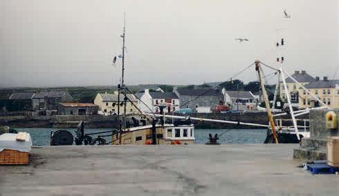 Blick vom Hafen nach Kilronan