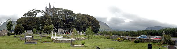 Der Friedhof von Drumcliff zu Füßen des Benbulben