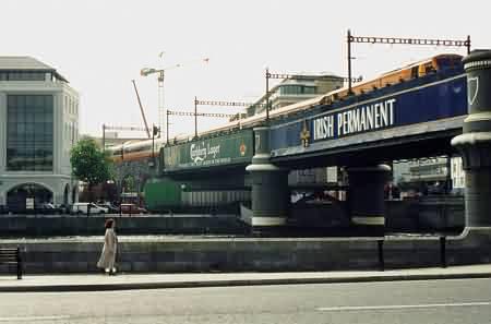 Dublins Stadtbahn, Brücke über die Liffey