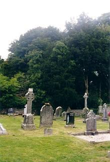 Rundherum der übliche Friedhof.