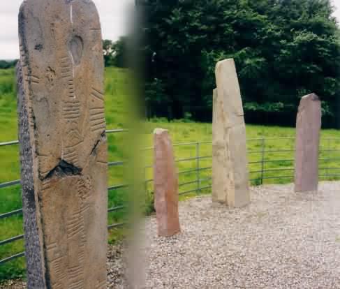 Ogham Standing Stones, eine Sammlung von Menhiren der Gegend