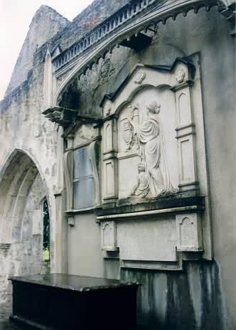 Gräber in der Ruine der Muckross Abbey