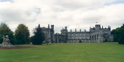 Kilkenny Castle mit Anfängen des großen Parks