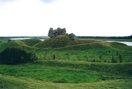 Möglicherweise die Ruinen einer Burg, in der Nähe des Eingangs