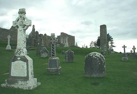 Gräber, die Kirchen und der O'Rourke's Tower