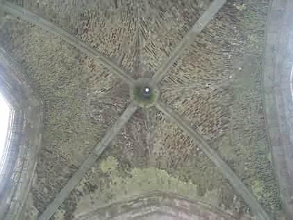 Gewölbe des Turms