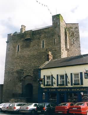 Wohnbau des Roscrea Castle von außen