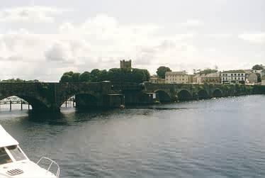 Brücke zwischen Ballina und Killaloe am südlichen Lough Derg