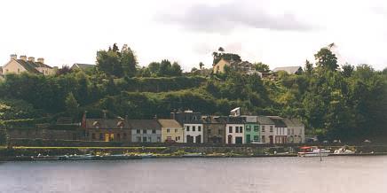 Ortschaft Killaloe auf der westlichen Südseite des Lough Derg