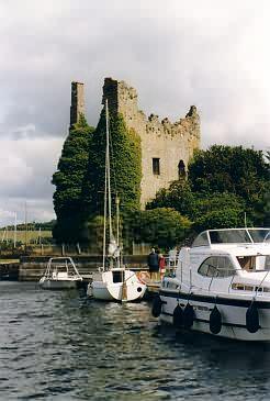 Unbekanntes Tower House an der Ostseite