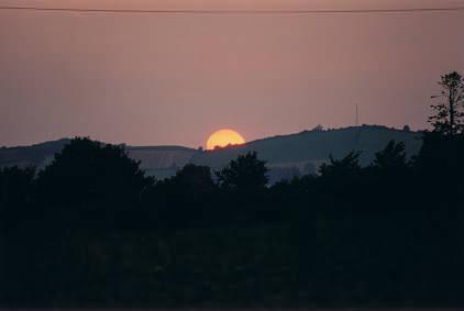 Sonnenuntergang in der Nähe des Sees