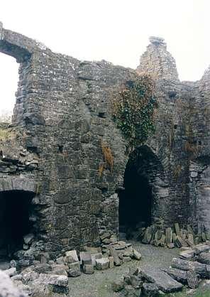In den Ruinen