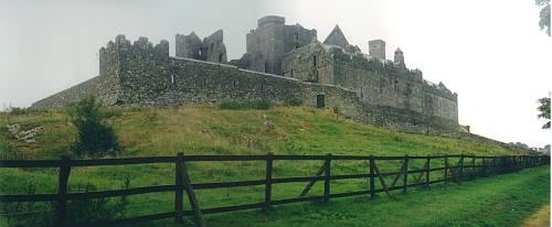 Rock of Cashel von der Seite