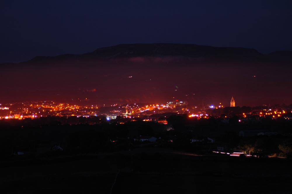 Sligo am späten Abend aus Richtung des Knocknarea