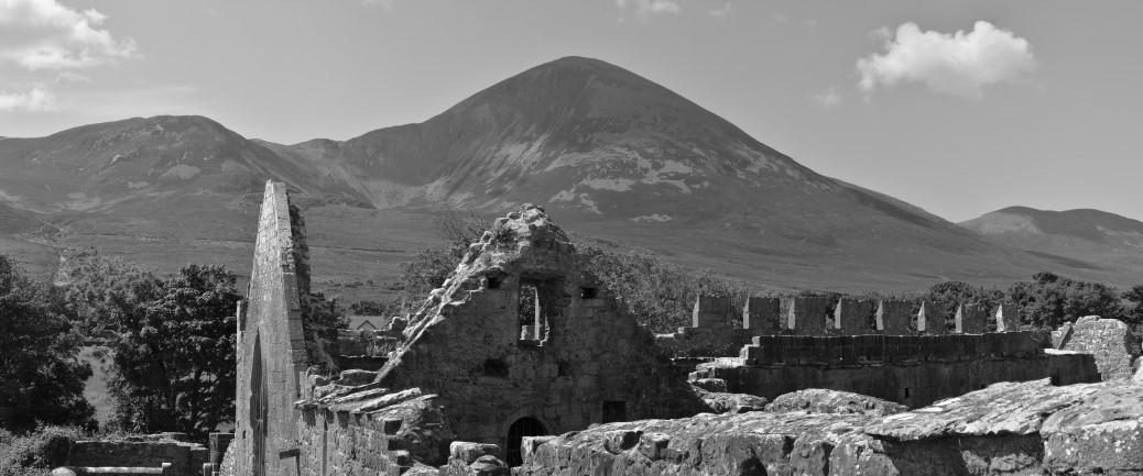 Murrisk Abbey zu Füßen des Croagh Patrick